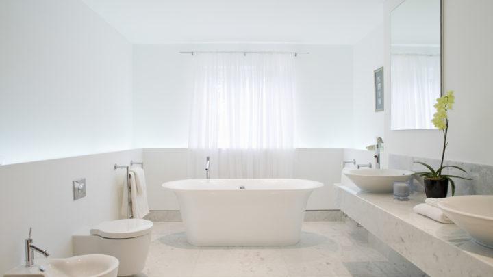 Tout ce qu'il faut savoir pour remplacer votre baignoire en douche