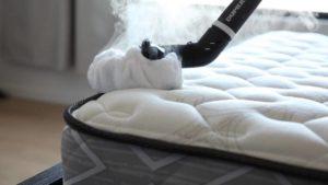 nettoyer un matelas avec un nettoyeur à vapeur