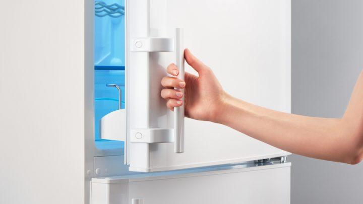 Un mini réfrigérateur pour une mini cuisine