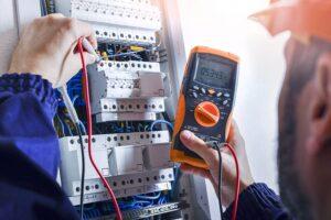 Quelles sont les étapes d'une installation électrique dans une maison en construction ?